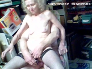 Amateur Old Bitch Having Fun