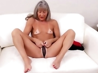 Mature Nl - American Mature Lady Fingering Herself