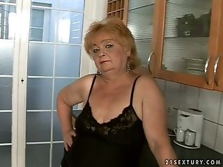 Shameless Granny Gets Her Fat Pussy Toyed By Horny Stud