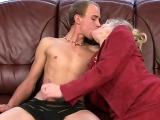 Mature Old Granny Sucking Cock Before Getting Oral