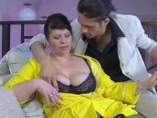 Half-naked-brunette-granny-gets-fucked-in-a-doggy-positionhd