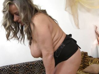 Mature Lady Is Inviting For Sex